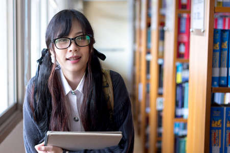 Asian girl in uniform studying in university Banque d'images