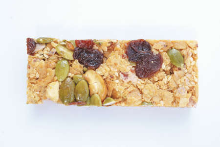 barra de cereal: Healthy cereal bar with fruits on white background