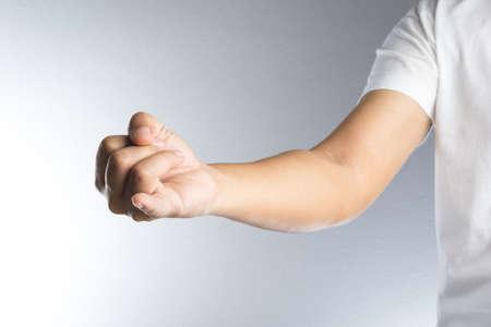 dedo meÑique: Muestra de la mano promesa, apretó un puño con el dedo meñique extendido
