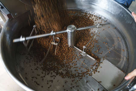 Coffee roasting machine process by spinning roasted beans 版權商用圖片