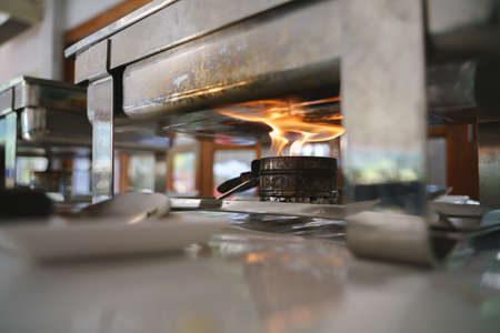 Alcohol fire burner or stove for warming food in buffet tray