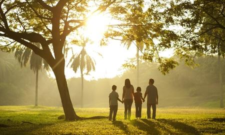 holding hands: Familie mit H�nden