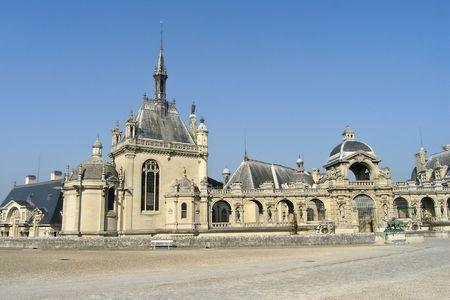 Chateau de Chantilly near Paris Standard-Bild