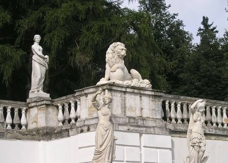 statuary: Sculptural composition in manor park Stock Photo