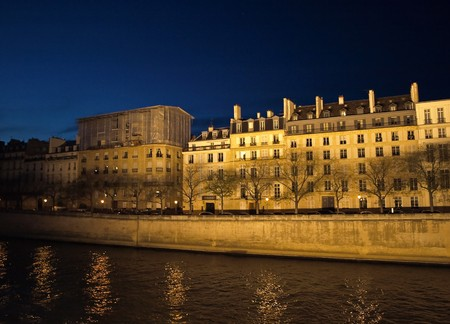 Highlighting buildings on the river in Paris Stock Photo - 4091385