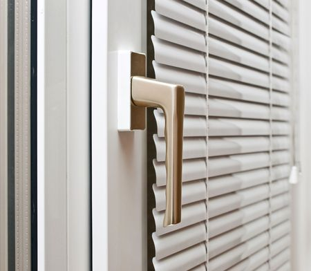 plastik: Aluminium blinds on the plastik window Stock Photo