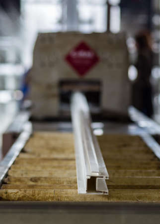 fiberglass: Ventana de fibra de vidrio de la planta de fabricaci�n perfil. Equipos pultrusi�n.