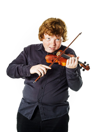 misfit: Big fat red-haired boy with small violin. Dmensions mismatch.