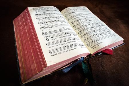 Vintage psalm book with chorus singing notes closeup Standard-Bild