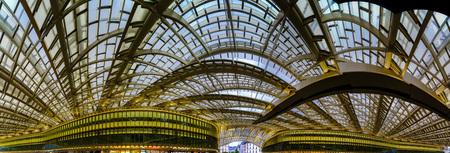 レ ・ アール地下鉄駅、ショッピング モールのキューポラ、パリ、フランス