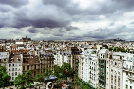 sacre coeur: Paris toits aperçu panoramique à jour d'été, la France, l'image de carte postale traditionnelle