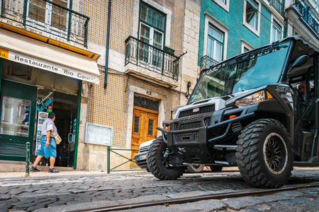 rikscha: Editorial: 8th June 2017: Lisbon, Portugal: Tuk-tuk motorized taxi on the street.