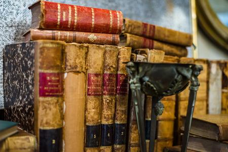 Oude boeken in antiekwinkel, Bruxelles, België