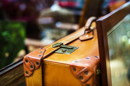 Uitstekende koffer in antiek winkel, Brussel, België Stockfoto
