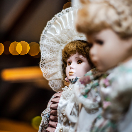 Beautiful dolls on sunday brocante in small alsacien village, France Stockfoto - 119376440