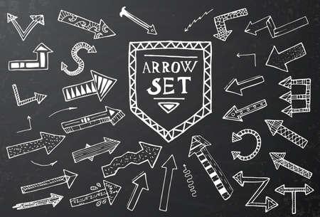 disegnati a mano freccia set di icone sulla scheda di gesso nero. Illustrazione vettoriale. Istruzione o il concetto di business.