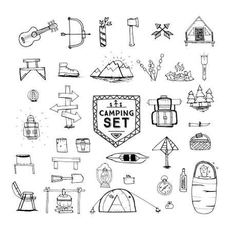 手描きのキャンプ、ハイキングや登山のアイコンを設定します。旅行や冒険のコレクション。ベクトルの図。オブジェクトを白で隔離します。