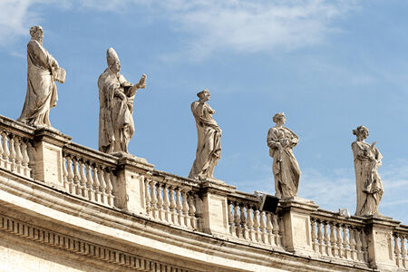 st peter s basilica: Statues above St Peter Editorial