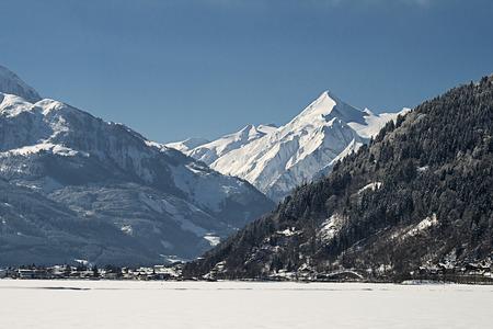 kitzsteinhorn: A view over the frozen Zeller See towards the Kitzsteinhorn Glacier