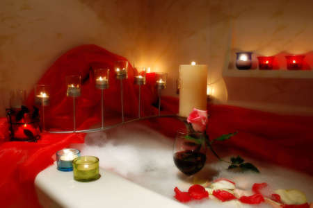 bathtube surrounded with candles, romantic atmosphere Archivio Fotografico