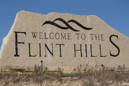 Welcome sign to the kansas flint hills 新聞圖片