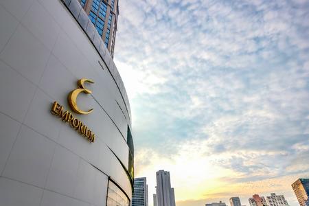BANGKOK, THAILAND - NOVEMBER 5, 2016: The Emporium Shopping Mall, Bangkok Skylines on Sukhumvit road. Redakční