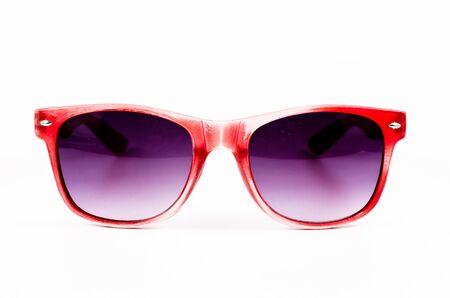 anteojos de sol: Gafas de sol rojos, aislados sobre fondo blanco