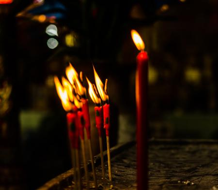 luz de vela: red candlelight burn for pray
