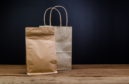 Brown Kraft Paper Bag,Aluminium foil coffee bag Stockfoto - 105458383