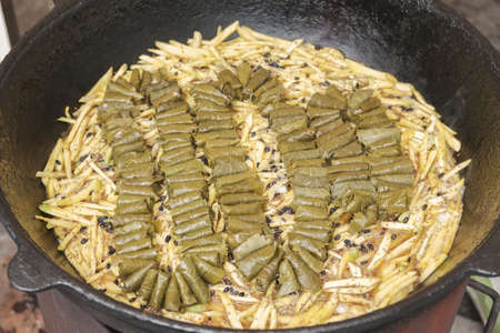 Meat and dolma in cauldron. The making of pilaf, step by step. Zdjęcie Seryjne