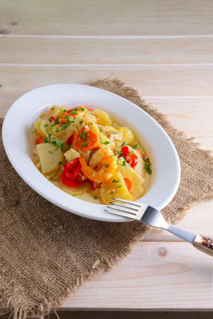 Shrimp stew with potato, paprika, carrot and onion Imagens