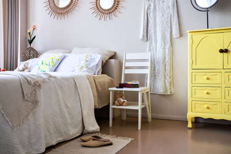 Use of folding stepladder chair in bedroom Imagens