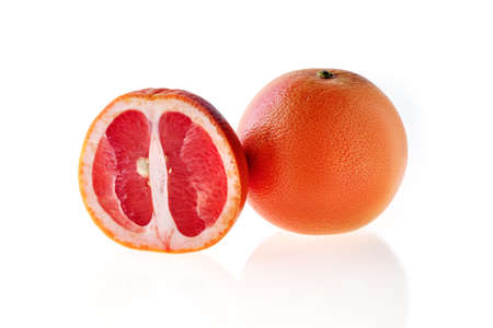 Fresh red grapefruit isolated on white background Foto de archivo - 137895806