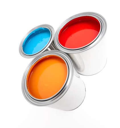 pintora: cubo de pintura sobre un fondo blanco
