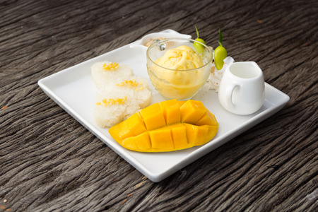 mango sticky rice The menu in the summer of tastes sweet