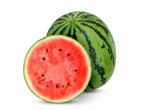 ganze und halbe Wassermelonenfrucht isoliert auf weißem Hintergrund