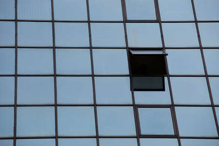 ventanas abiertas: Ventanas Row Building Glass Reflect Abrir Uno
