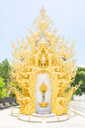 stucco facade: Modello Art stucco facciata Thailandia culto a Wat Rong Khon dedicato al buddismo Archivio Fotografico