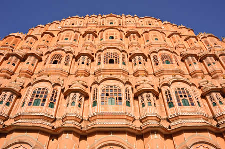 Fassade des Palastes der Winde (Hawa Mahal) in Jaipur, Indien Standard-Bild - 10996732