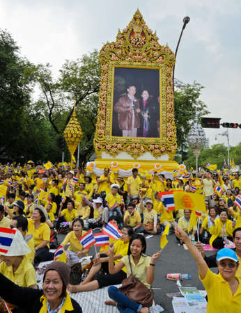 king street: BANGKOK, THAILAND - DECEMBER 5  Thai people gather in the street to pay respect to King Bhumibol on his 85 th birthday celebration on December 5, 2012 in Bangkok, Thailand