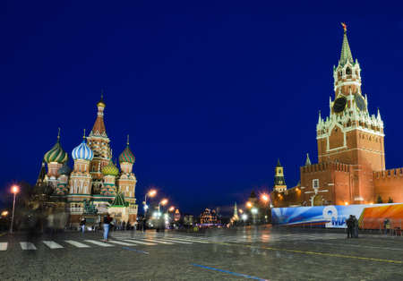 st basil s cathedral: Night view of St  Basil s Cathedral in Red square, Moscow, Russia