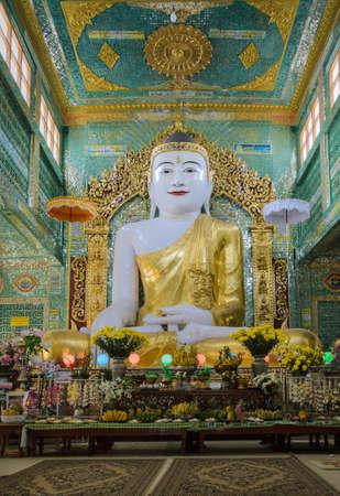 pone: Burmese Buddha statue at Soon Oo Pon Nya Shin pagoda in Sagaing hill, Myanmar