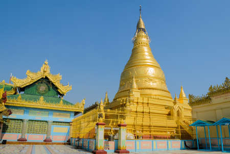 shin: Golden pagoda of Soon Oo Pon Nya Shin in Sagaing hill, Myanmar Stock Photo