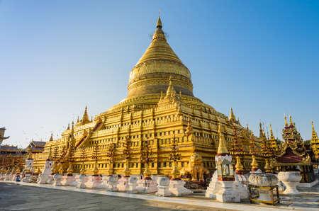 Shwezigon Pagode in Bagan, Myanmar Standard-Bild - 25902880