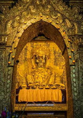 maha: Mahamuni Buddha or Maha Myat Muni Buddha image in Mandalay, Myanmar Stock Photo