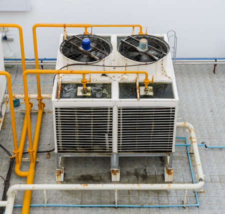 chiller: Industrial cooling towers or air cooled water chillers with piping system on building rooftop