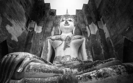 ajana: Phra Ajana, the big Buddhist statue at Wat Si Chum, Sukhothai Historical Park, Thailand