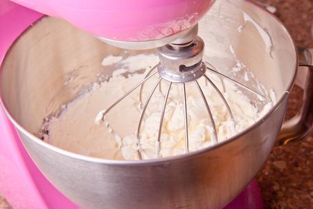 mascarpone: mixing mascarpone cheese with the mixer