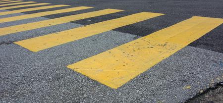 paso peatonal: cruce de peatones fondo señal de tráfico. Foto de archivo