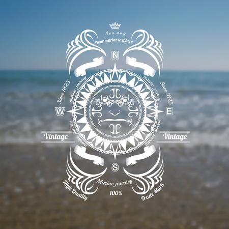 brujula: fondo marino con la etiqueta de la br�jula en el cielo azul orilla del mar desenfoque foto